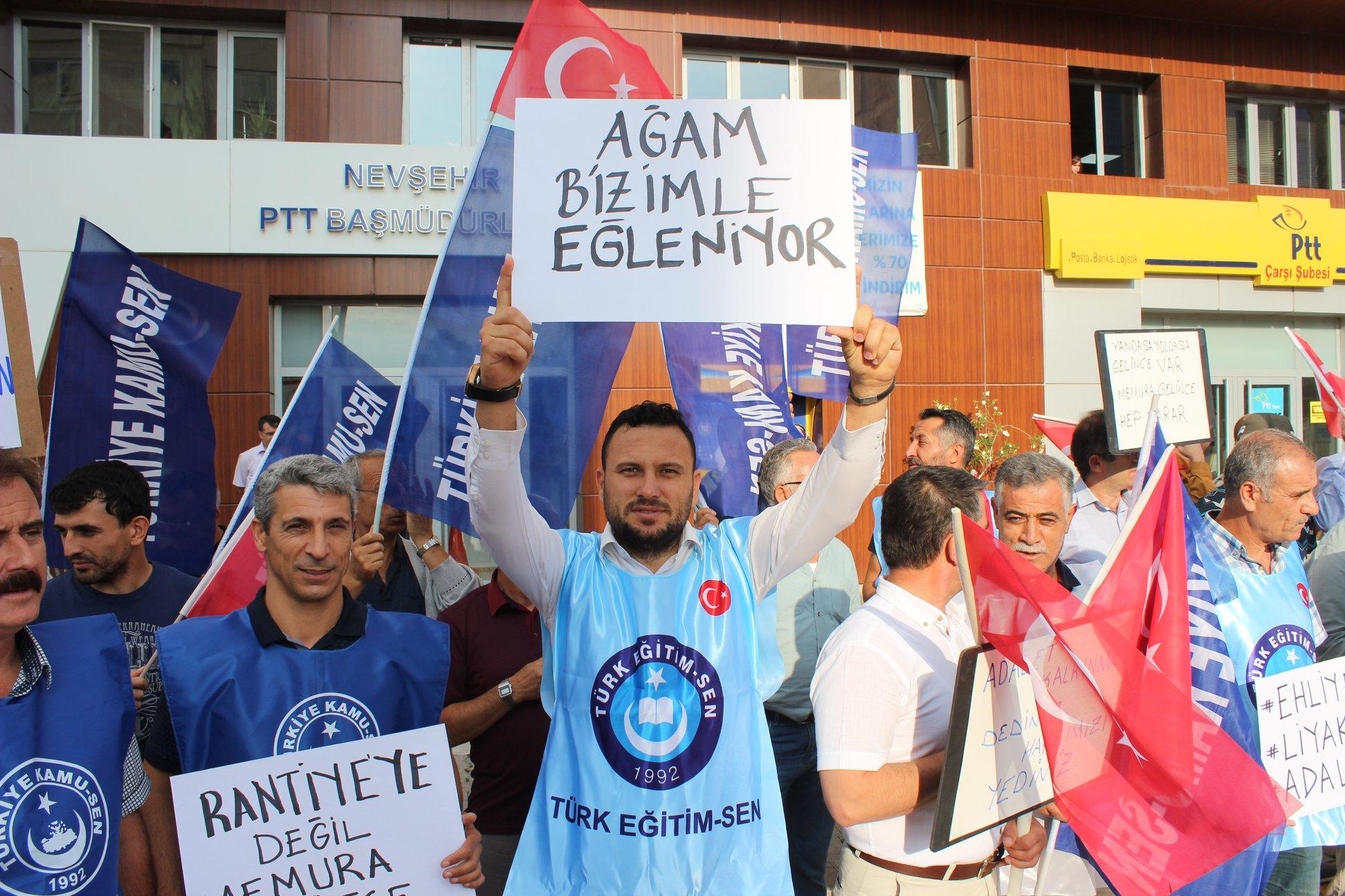 """TÜRKİYE KAMU-SEN MAAŞ ZAMMINI PROTESTO ETTİ: """"AĞAM BİZİMLE EYLENİYOR."""""""